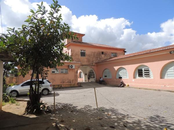 REVOLTANTE: Marido de paciente grava vídeo denunciando a precariedade dos equipamentos da maternidade do Hospital Regional Dom Moura, em Garanhuns