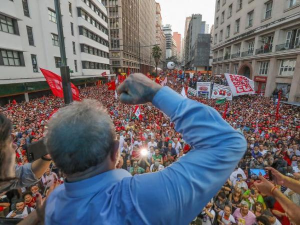 Em nota, PT diz que não se renderá a 'injustiça' e que Lula será candidato