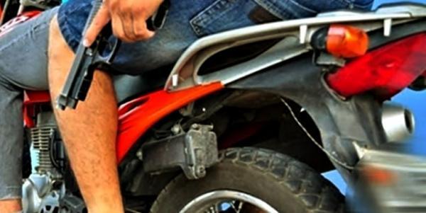 ARRASTÃO EM GARANHUNS: Armados de pistola elementos tomam de assalto vários celulares e dinheiro em um salão de cabeleireiro