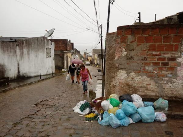 Comércio afetado, falta de combustível e gás de cozinha, aulas suspensas, escassez de ônibus urbanos, lixo nas ruas; CONFIRA OS PRINCIPAIS IMPACTOS QUE A GREVE DOS CAMINHONEIROS CAUSOU NA ROTINA DOS MORADORES DE GARANHUNS
