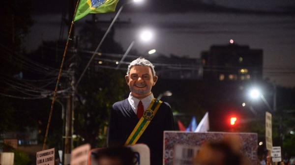 Ato no Recife pede queda de preço dos combustíveis