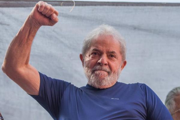 Desembargador do TRF-4 manda soltar Lula