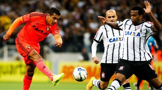 Juiz marca pênalti polêmico no final do jogo e Sport perde para o Corinthians