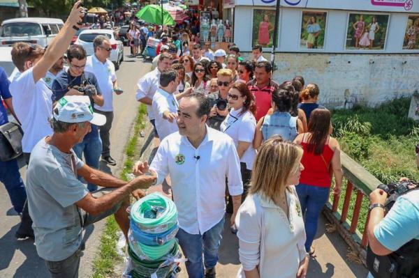 Julio Lossio é recebido com animação pela população de Caruaru