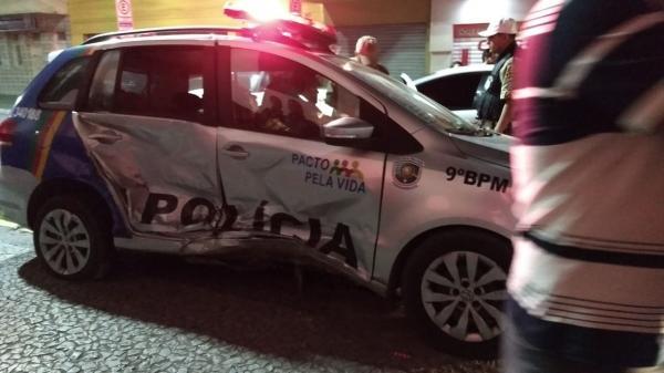 Acidente grave entre táxi e viatura da Polícia Militar, no centro de Garanhuns