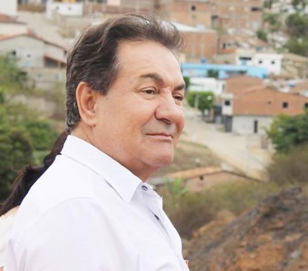 Prefeito de Garanhuns cobra repasses de Paulo Câmara para saúde municipal