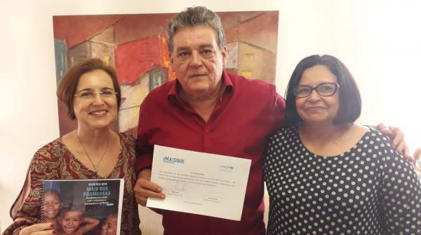 Silvio Costa assina com o Unicef termo de compromisso pela infância e adolescência