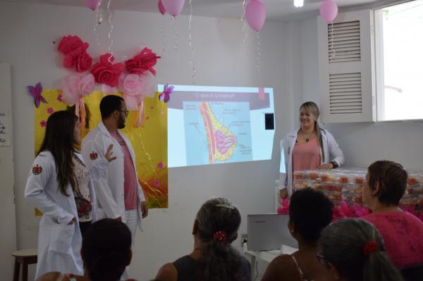 Mutirão do Outubro Rosa beneficia moradores da Vila do Quartel