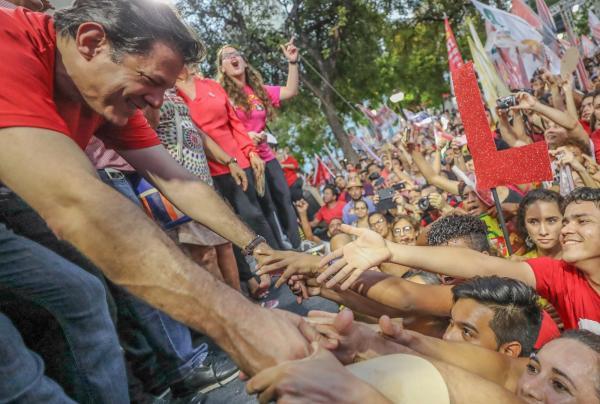 PT DE GARANHUNS REALIZA ATO PELA DEMOCRACIA