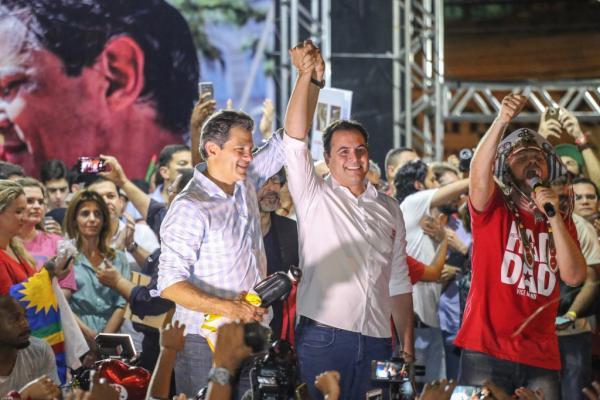 Pernambucanos lotam Pátio do Carmo para confirmar apoio a Fernando Haddad