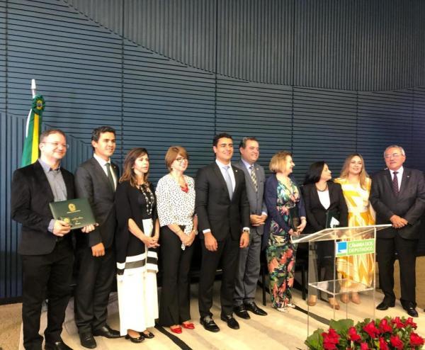 Comissão de Educação faz entrega do prêmio Darcy Ribeiro