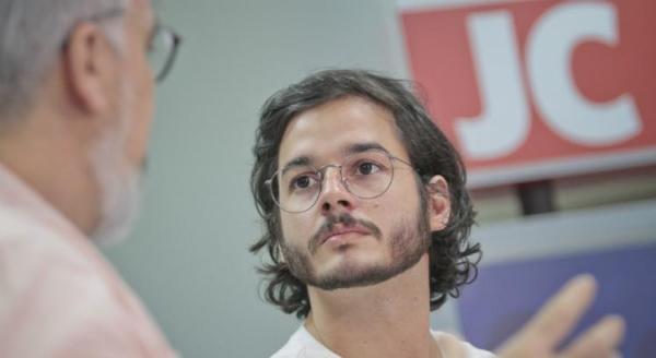 Túlio Gadêlha anuncia processo contra Frota por xenofobia