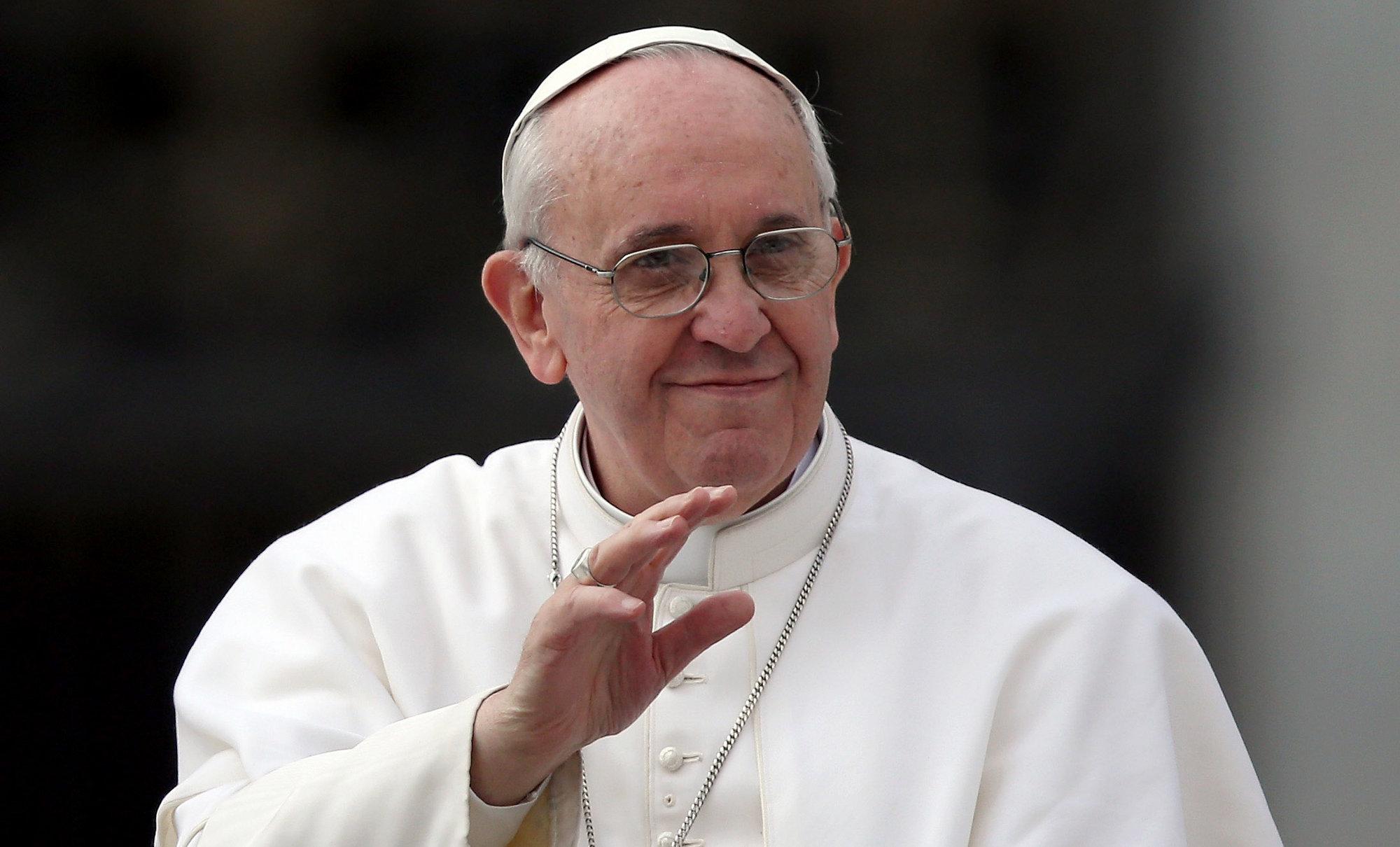 Papa Francisco afirma que vai abrigar duas famílias de refugiados no Vaticano