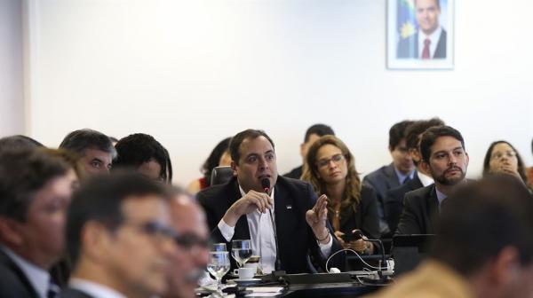 Governador Paulo Câmara reunido com todo o secretariado durante reunião de apresentação dos índices de 2018 - Foto: Hélia Scheppa/SEI