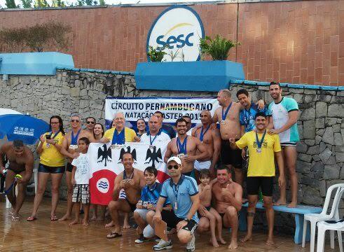 Nadadores de Garanhuns conquistam medalhas em circuito pernambucano de natação