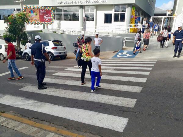 Campanha educativa orienta trânsito na volta às aulas em Garanhuns