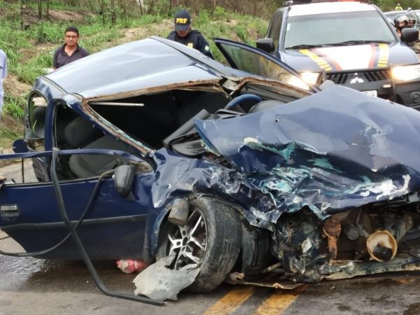 A CURVA DA MORTE: Mais um acidente grave foi registrado na perigosa curva da Laranjeira na BR-424 em Garanhuns nesse final de semana