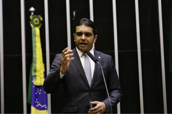 Em discurso emocionante na Câmara, Fernando Rodolfo reafirma compromisso com Garanhuns