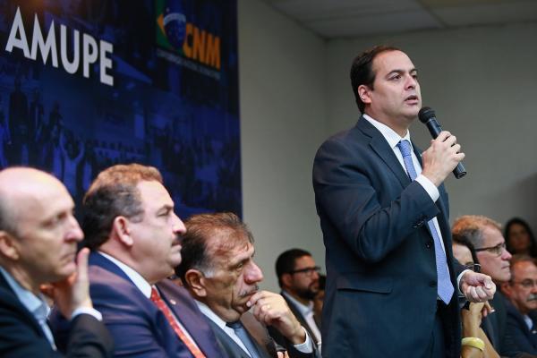 Paulo Câmara reforça parceria com municípios para conclusão de obras e retomada dos empregos em Pernambuco