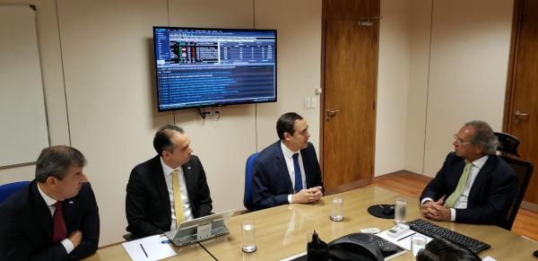 Paulo Câmara trata da liberação de novas operações de crédito com ministro da Economia