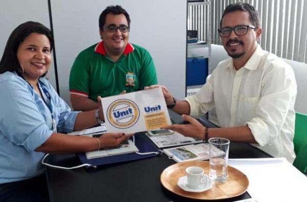LAJEDO: Governo Municipal celebra convênio com a Universidade Tiradentes