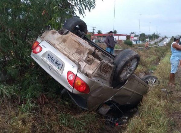 Idosa de 72 anos residente em Garanhuns morre em acidente de carro na BR-232 na cidade de Caruaru