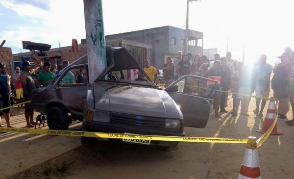 Embriaguez ao volante causa grave acidente em Lagoa do Ouro, veículo bate em poste e quase se parte ao meio
