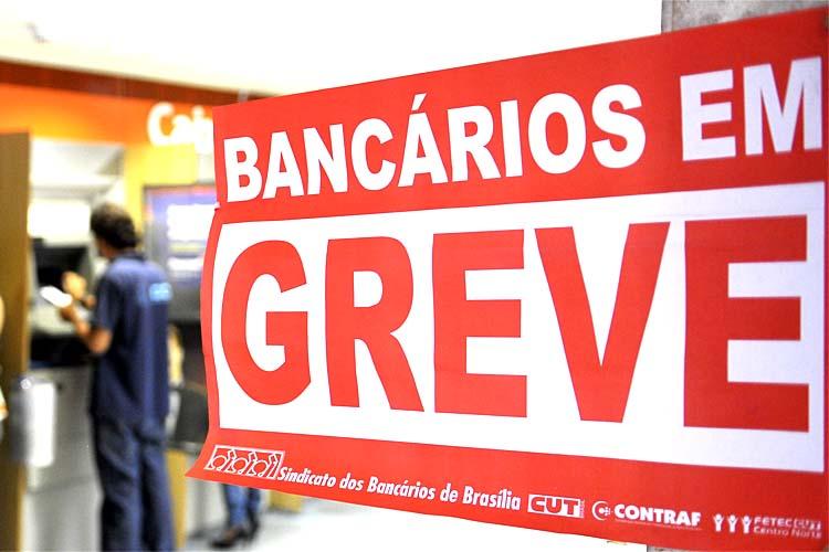 Bancários decidem entrar em greve