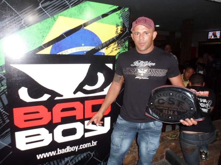 Lutador de MMA morre em acidente de carro na BR-423, entre Cachoeirinha e Lajedo, no agreste de Pernambuco