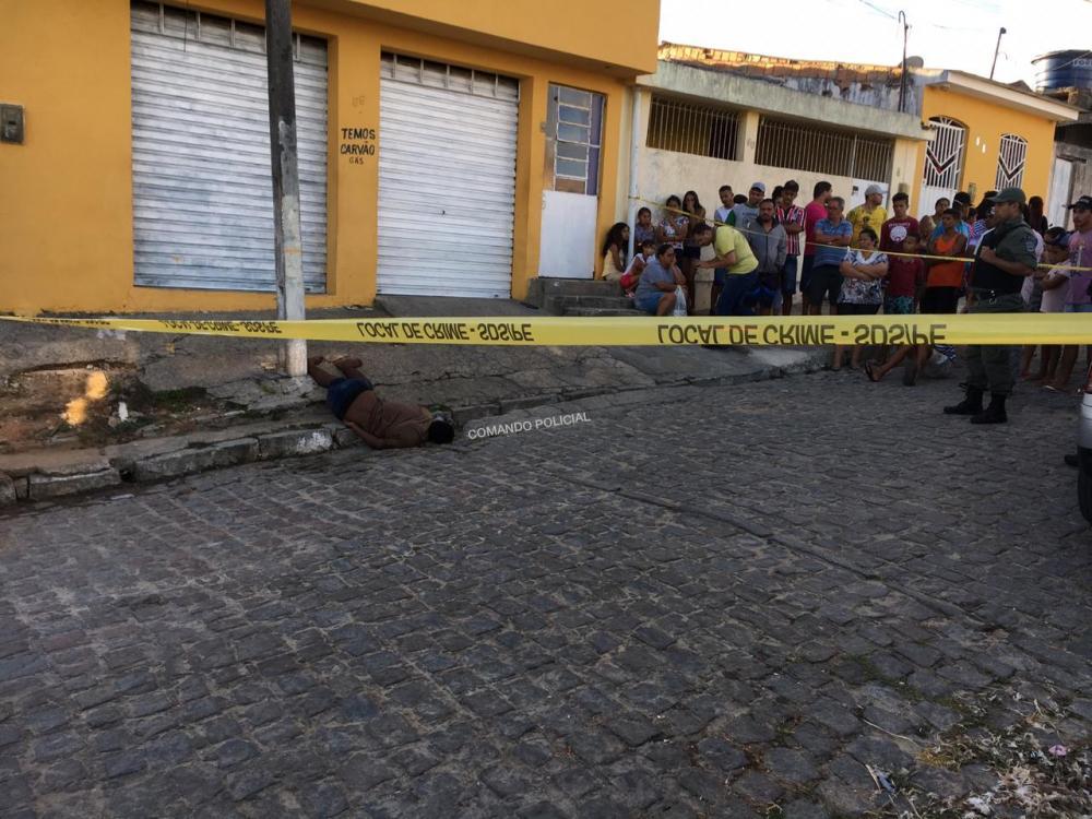 Jovem de 18 anos foi assassinado a tiros na tarde do sábado 01 de junho. Foto: Comando Policial.