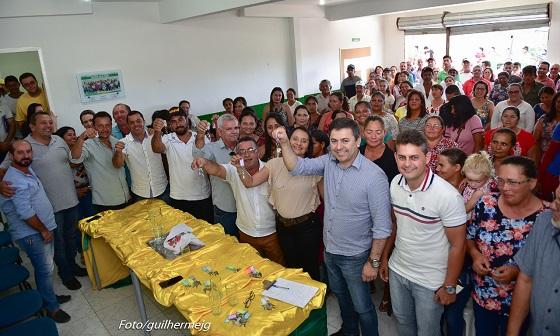 JUPI: Prefeito Marcos Patriota entrega mais casas populares a agricultores e reforça Programa Terra Pronta