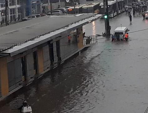 Recife registra o esperado para quase 10 dias de chuva em 6 horas