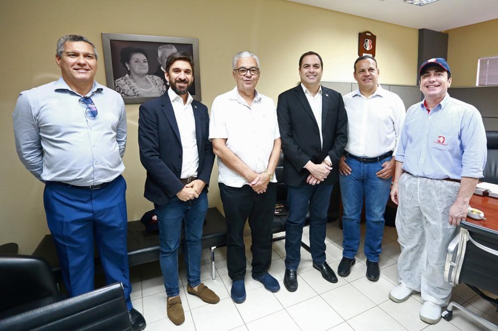 Governador Paulo Câmara visita instalações da Masterboi e destaca importância do empreendedorismo para o Estado