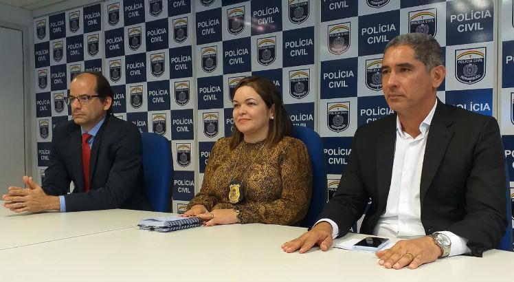 Da esquerda para a direita, o delegado Flávio Pessoa (DPRN - Garanhuns), a delegada Polyanne Farias (Adjunta DIRESP) e o delegado Cláudio Castro (Gestor do DENARC). Foto: Polícia Civil/Divulgação