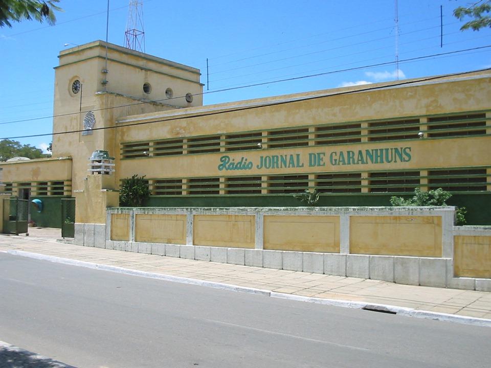 GARANHUNS: proprietário se compromete a restaurar e preservar prédio histórico da Rádio Difusora