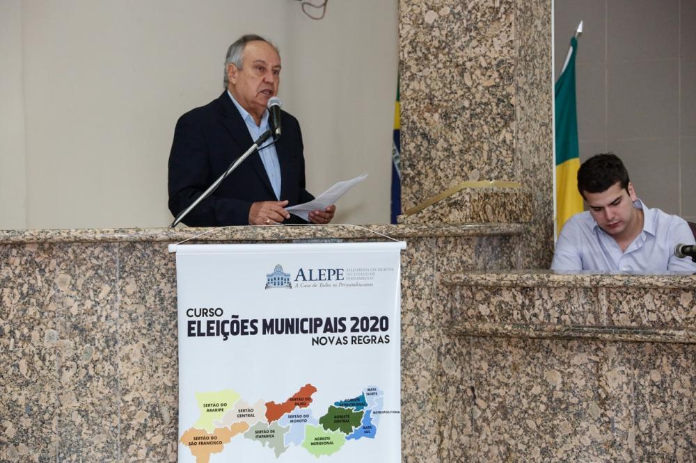 *Na foto, o presidente da Escola do Legislativo, José Humberto Cavalcanti