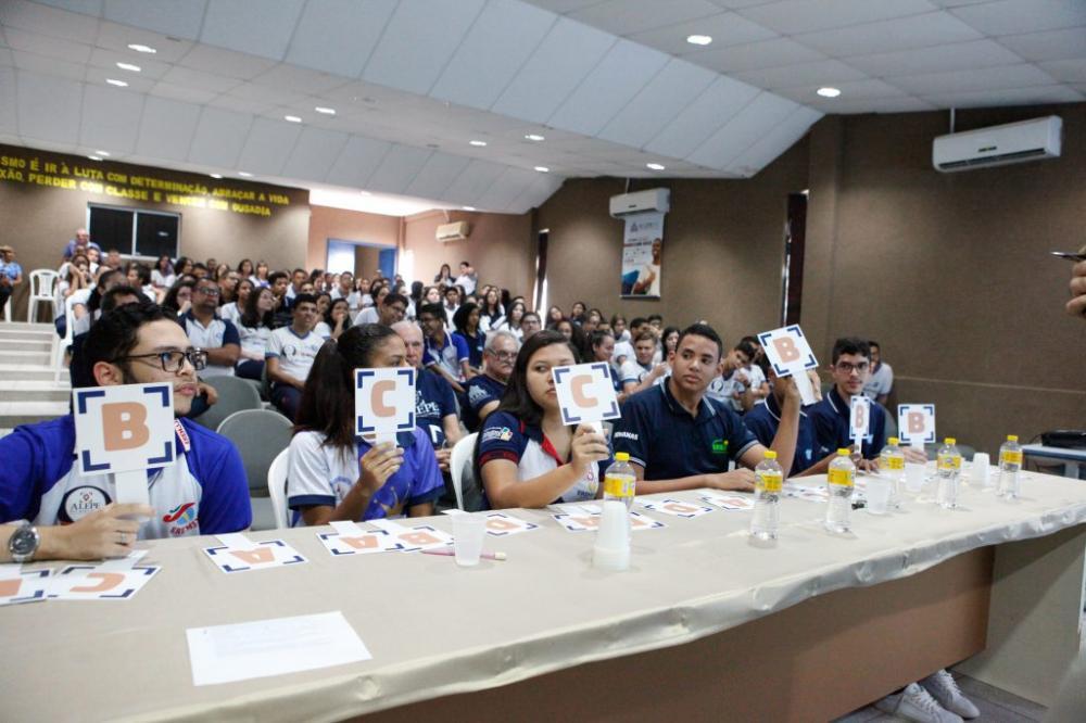 ATIVIDADES – Evento envolveu palestras sobre atribuições do deputado estadual, esclarecimentos a respeito dos canais de participação e quiz com estudantes. Foto: Evane Manço