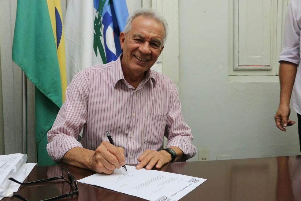 Prefeito afastado: Justiça determina afastamento por improbidade administrativa do prefeito de Catende
