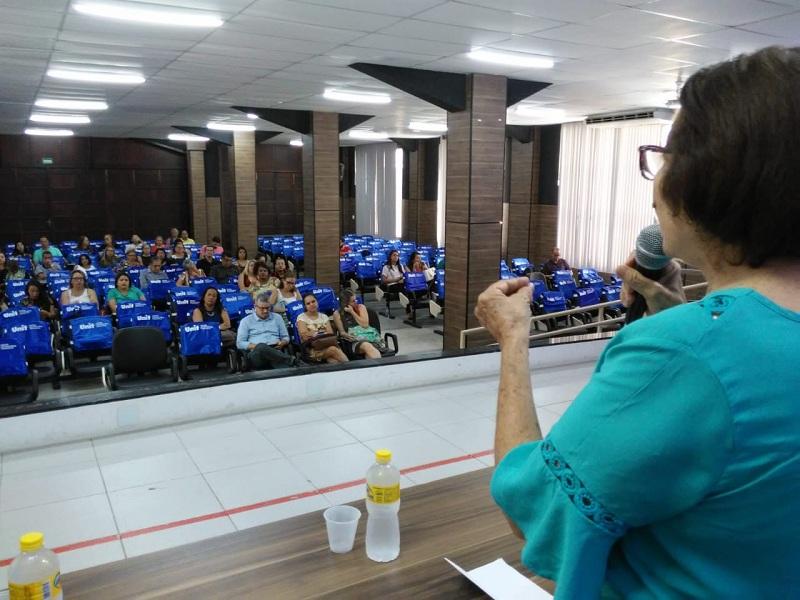 Governo de Pernambuco promove formação continuada para professores que atuam na Funase
