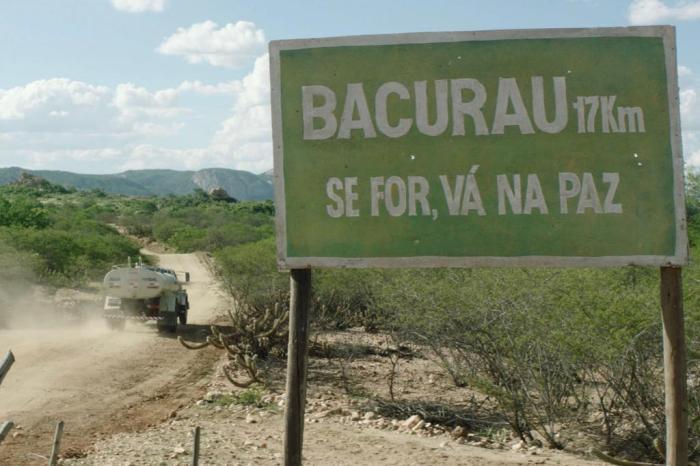Na ficção, pequena comunidade no Nordeste enfrenta processo violento de extinção. Foto: SBS Distribution/Reprodução