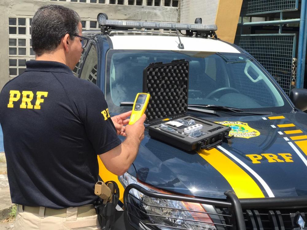 PRF utiliza etilômetro passivo durante a fiscalização da Operação Proclamação da República 2019