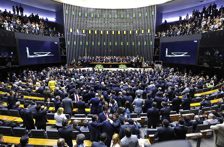 Câmara dos Deputados diz sim, e processo de impeachment continua