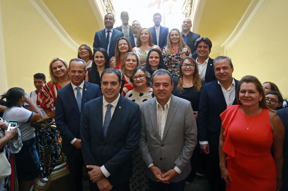 Paulo Câmara empossa gerentes regionais de educação e ressalta melhorias na área