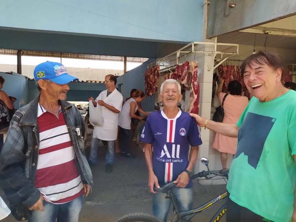 """GIVALDO CALADO - """"Nas feiras livres, o desejo de comprar mais esbarra na posse mínima das pessoas"""""""