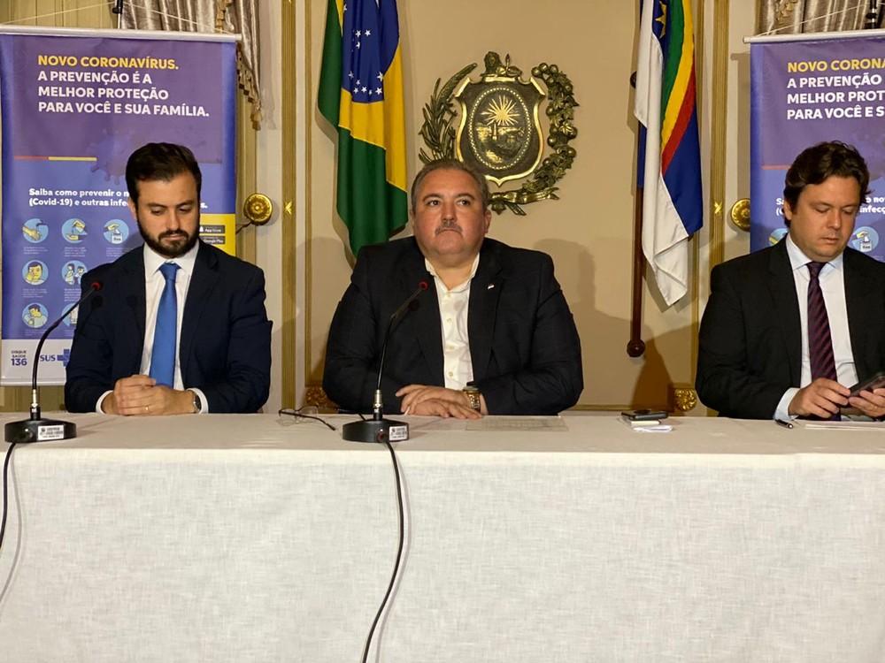 Secretário de Saúde de Pernambuco, André Longo, anunciou o primeiro caso de transmissão comunitária no estado — Foto: Pedro Alves/G1