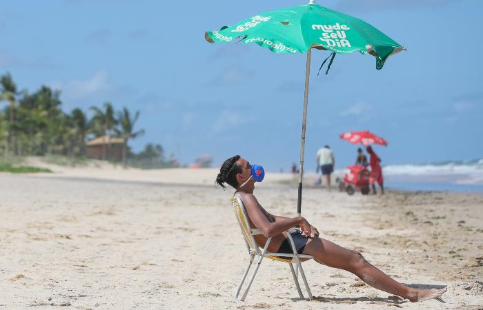 Paulo Câmara determina fechamento de praias e parques por três dias