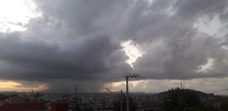 APAC renova alerta de chuva em Pernambuco: Choveu forte em algumas regiões do estado na noite deste sábado (18)