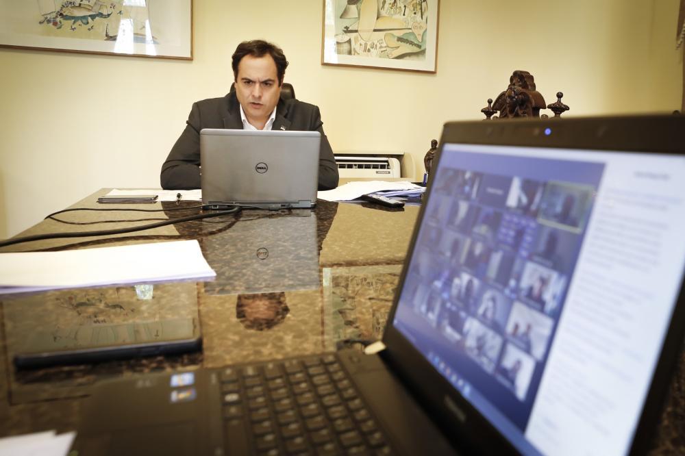 Paulo Câmara se reúne com prefeitos de todo o Estado para avaliar trabalho de combate à Covid-19