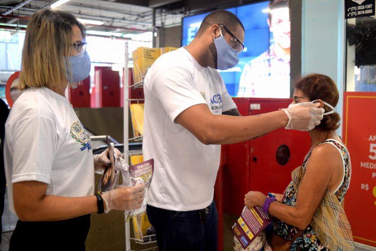 Deputados aprovam uso obrigatório de máscara em locais públicos