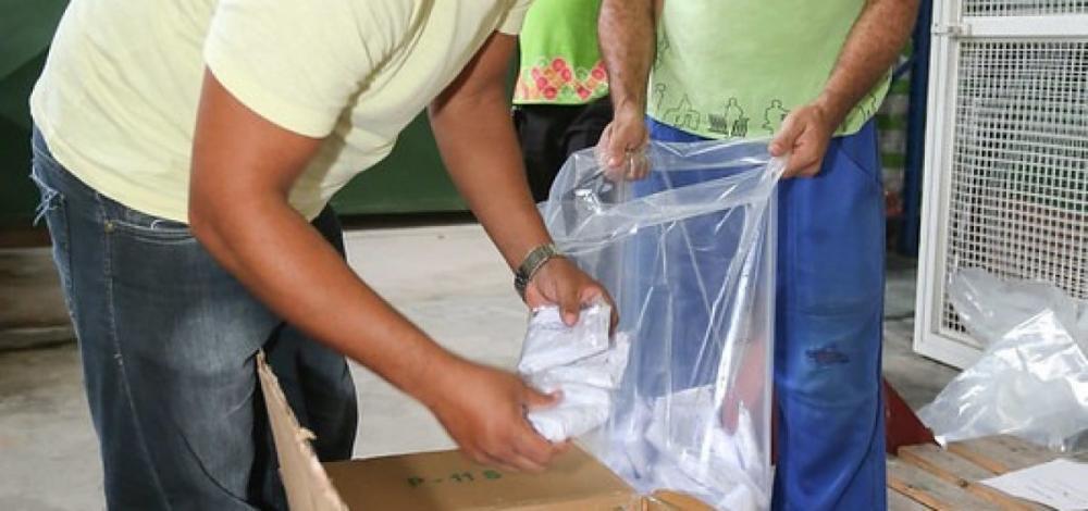 Sesc doa kits de máscaras e luvas à comunidade quilombola do Caluête em Garanhuns